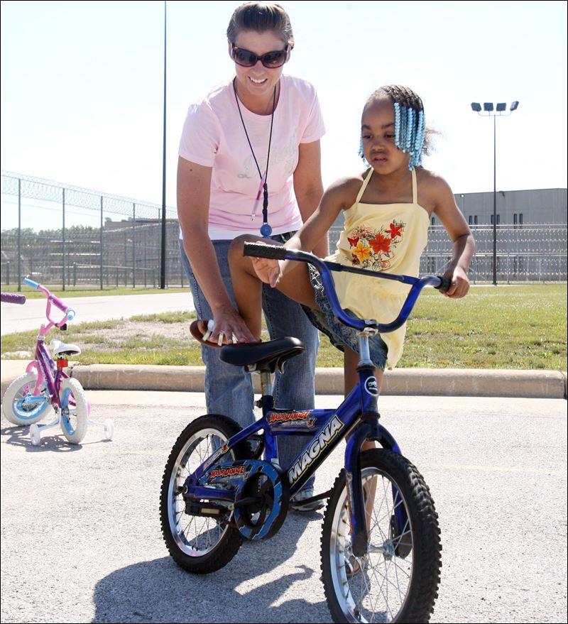 boys and girls club children receive bikesjpg 800x879