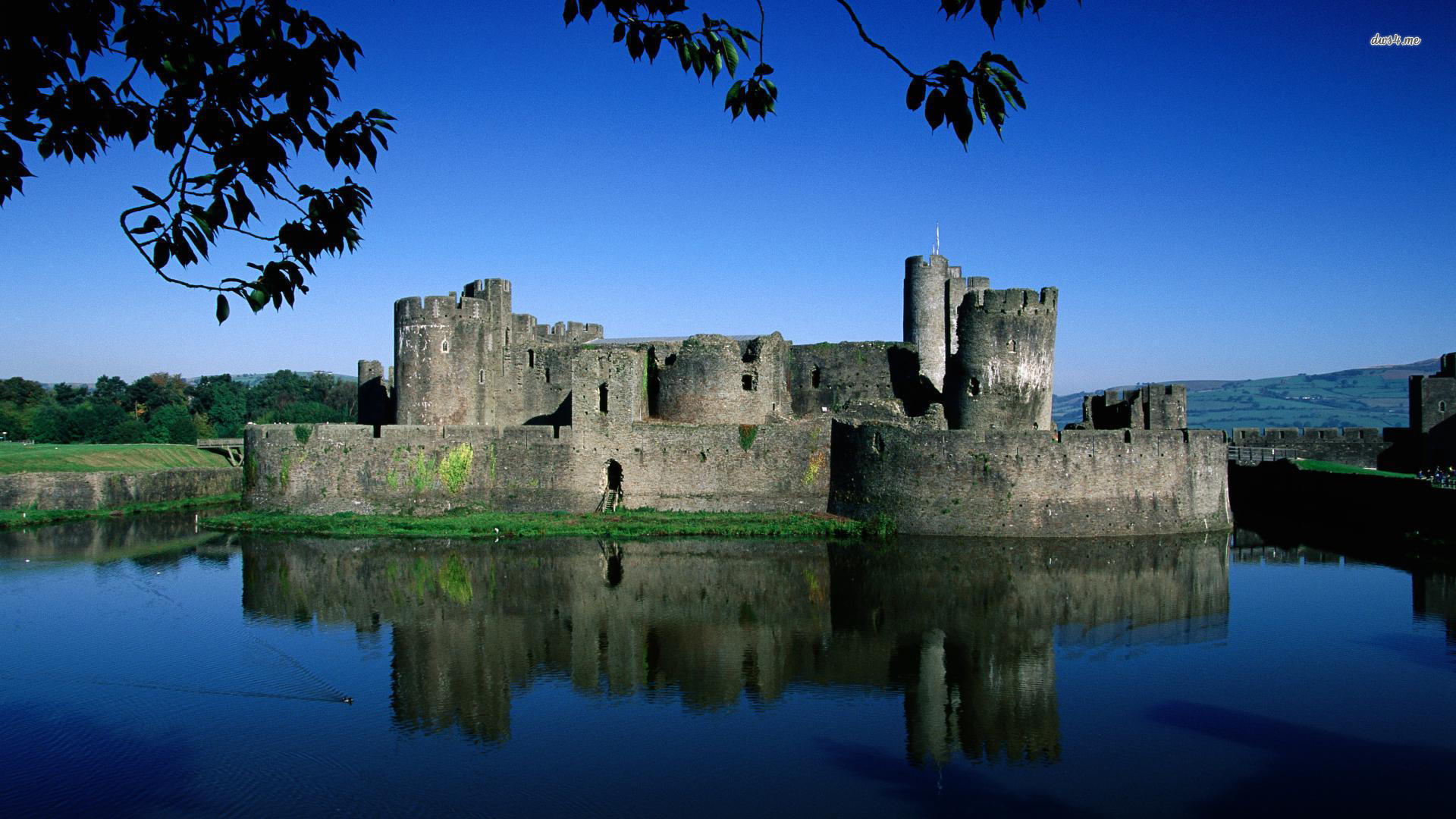 Caerphilly Castle Wales wallpaper 1920x1080