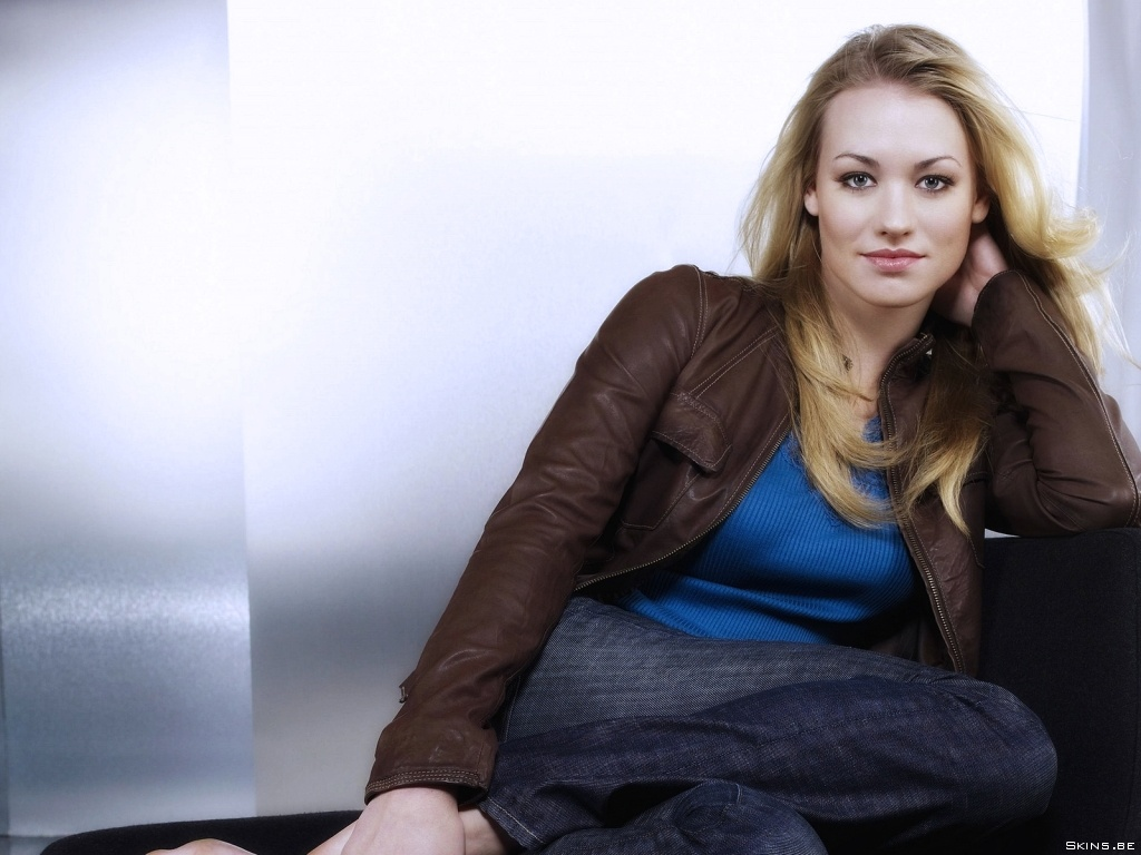 Yvonne Strahovski desktop wallpaper download in widescreen hd 1024x768