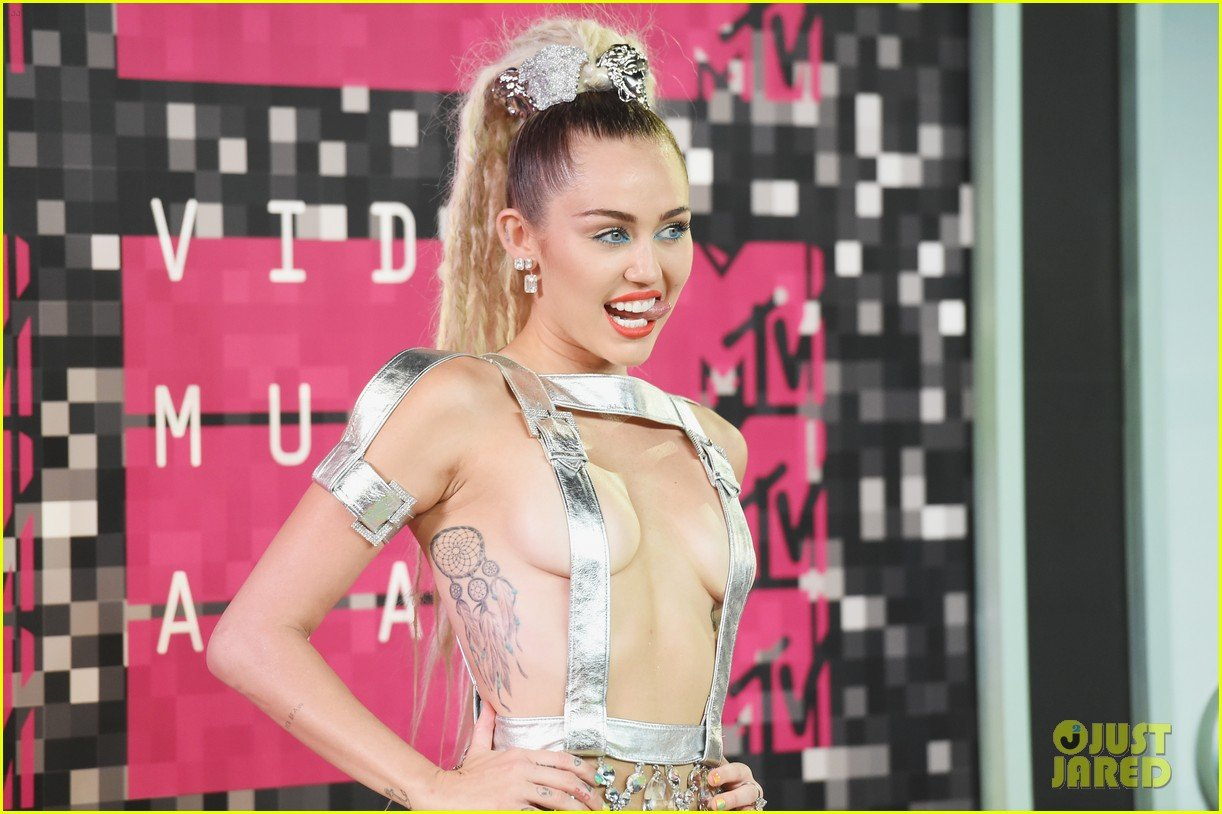 Miley Cyrus Brings Her Family to MTV VMAs 2015 Photo 858088   Photo 1222x814