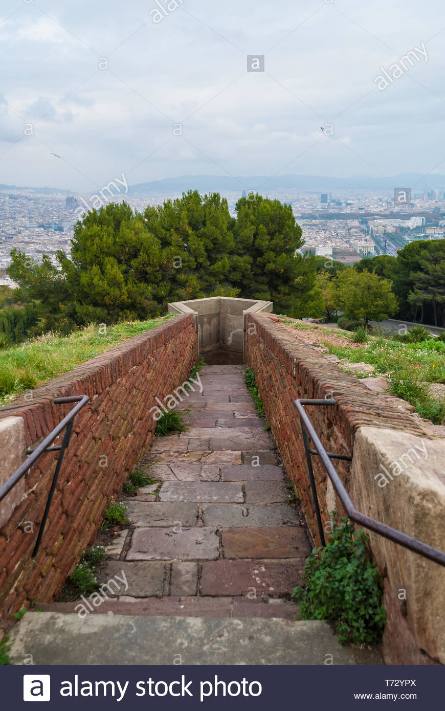 The passage to the sentinel point of the Montjuic Castle on the 870x1390