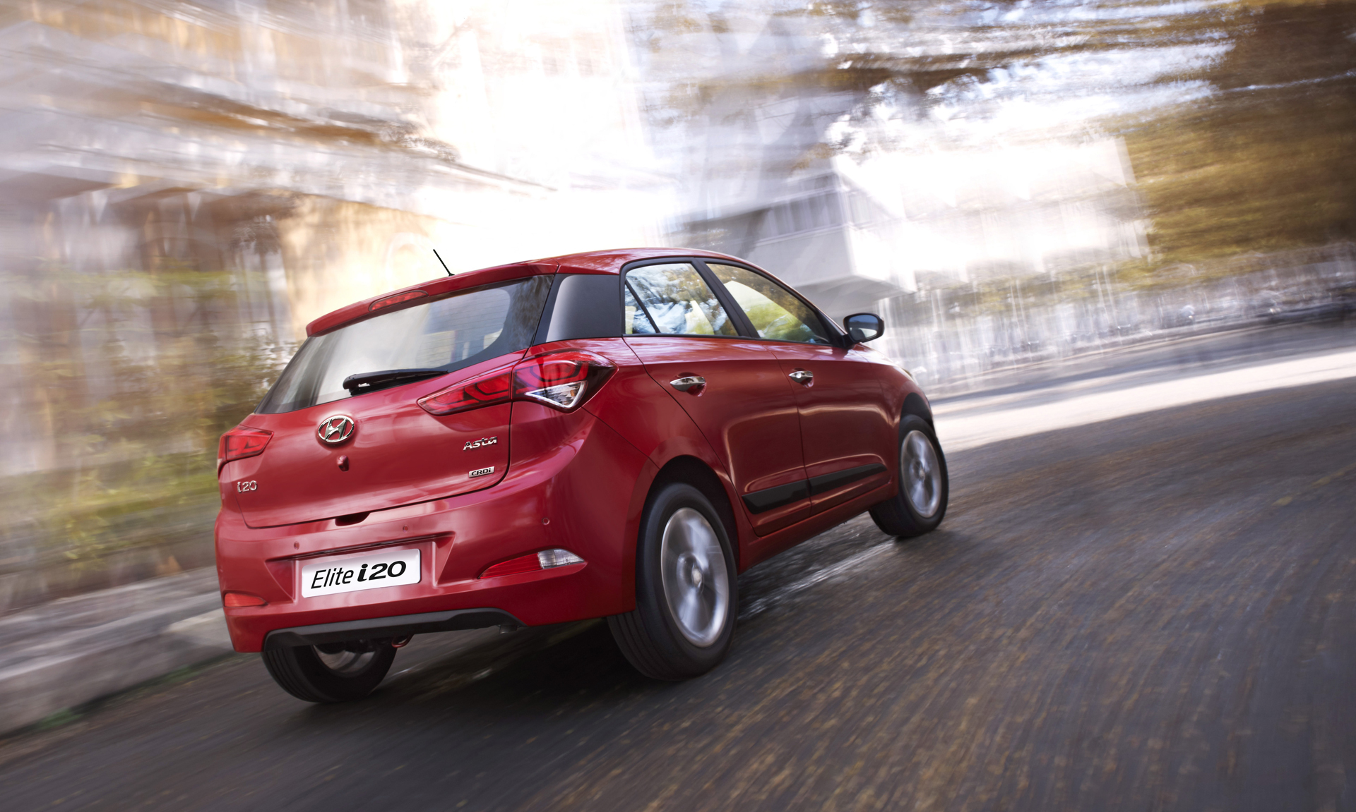 2017 Hyundai i20 red color rear side view bulr city background hd 1920x1151