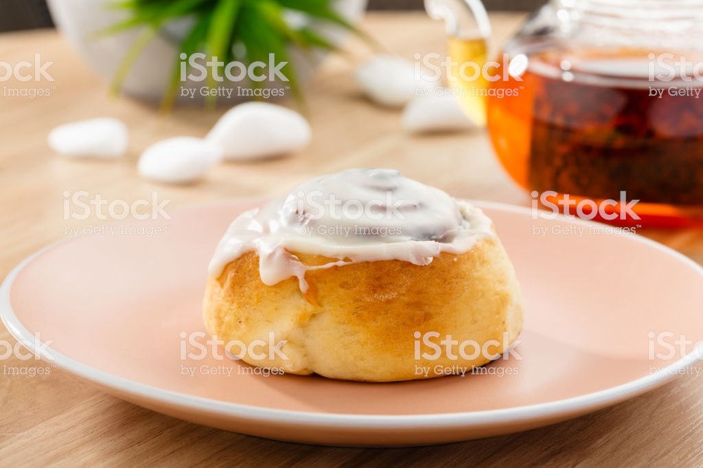 Freshly Baked Cinnabon Roll With Sweet Glaze On Pink Plate With 1024x682