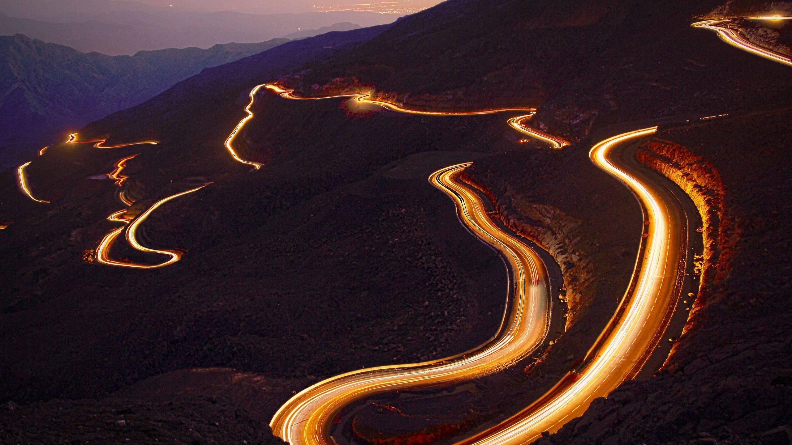 BOTPOST] Cars driving on the winding roads of Jabal Bil Ays United 2560x1440