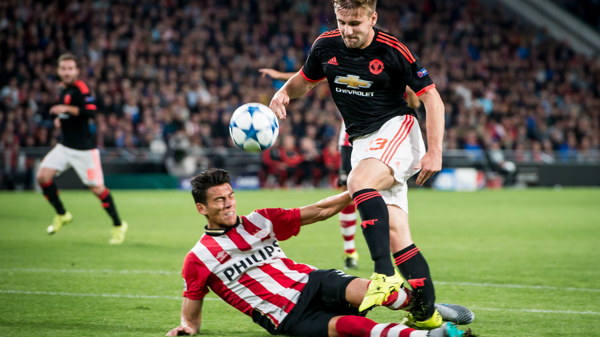 Hector Moreno Luke Shaw PSV Manchester United Champions 1920x1080