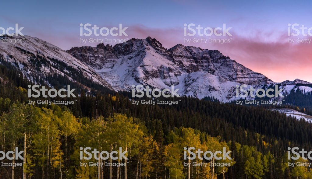 Sunset Over Autumn Forest With Mountain Background In Telluride 1024x588