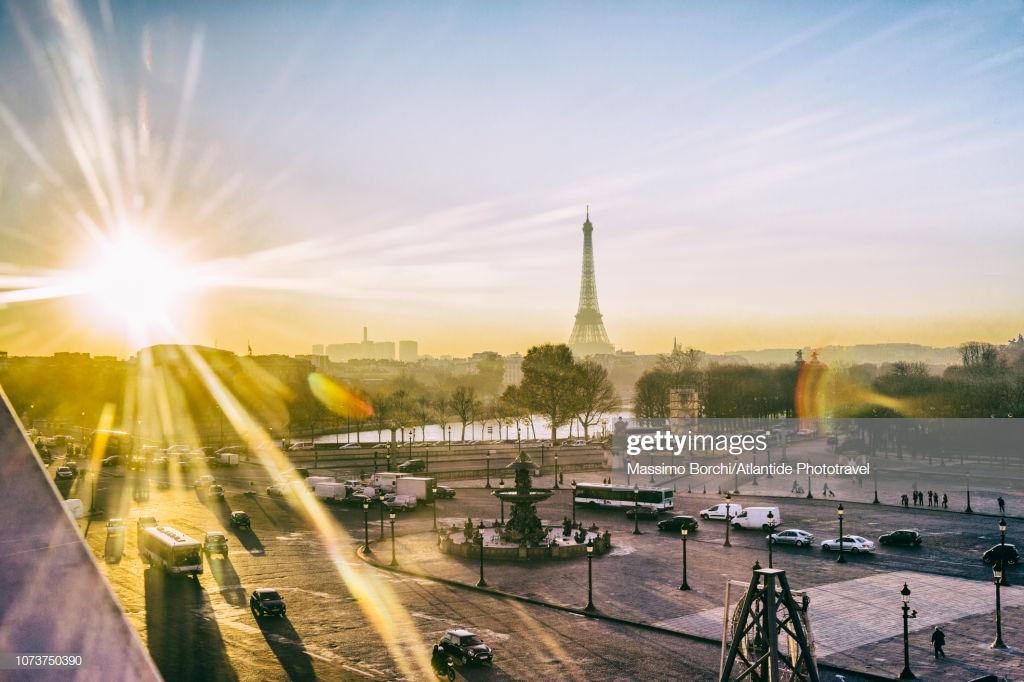 Place De La Concorde And The Tour Eiffel On The Background High 1024x682