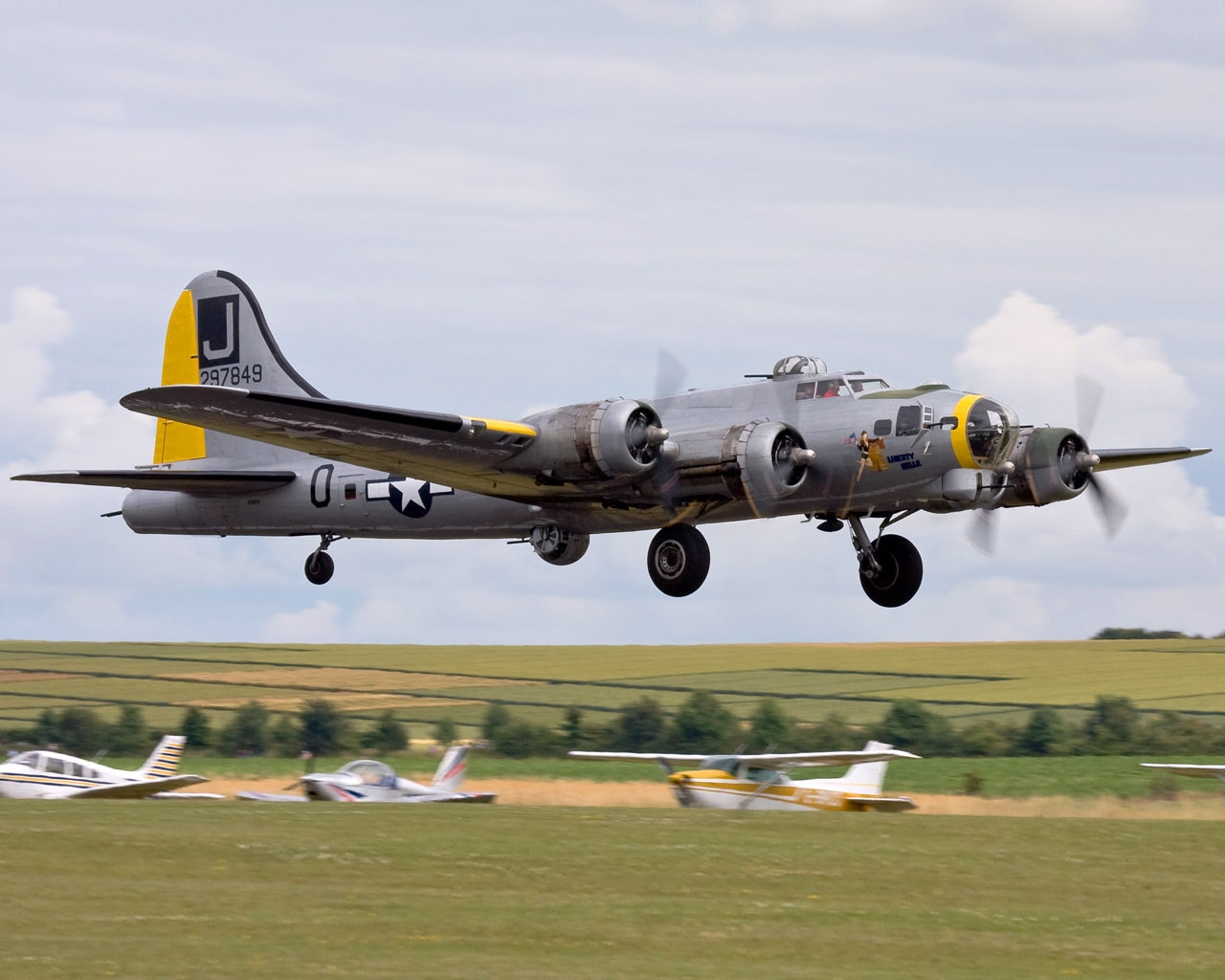Free Download 1280x1024 Boeing B17 Flying Fortress Wallpaper