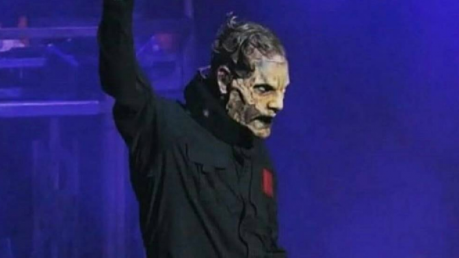 Slipknots Corey Taylor Performs In A Neckbrace Suffers 671x377
