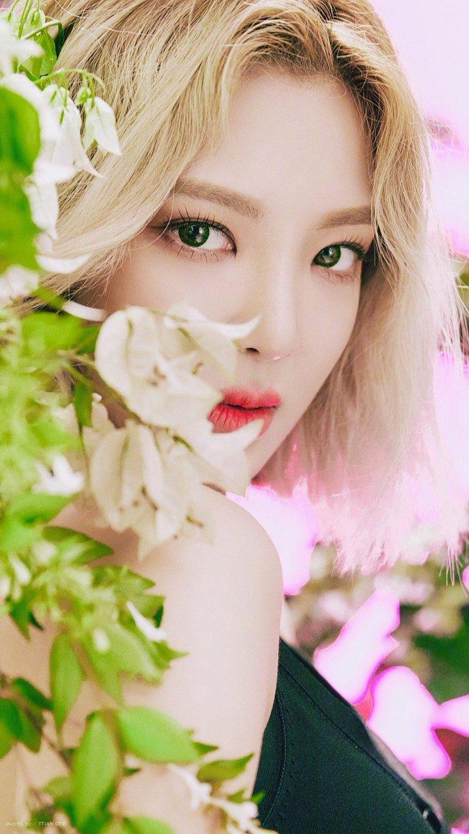 TTian0731 on Twitter LilTouch hyoyeon wallpaper 675x1200