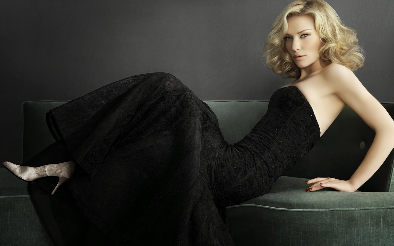 Live World Hollywood Beautiful Actress Wallpaper 1600x1000