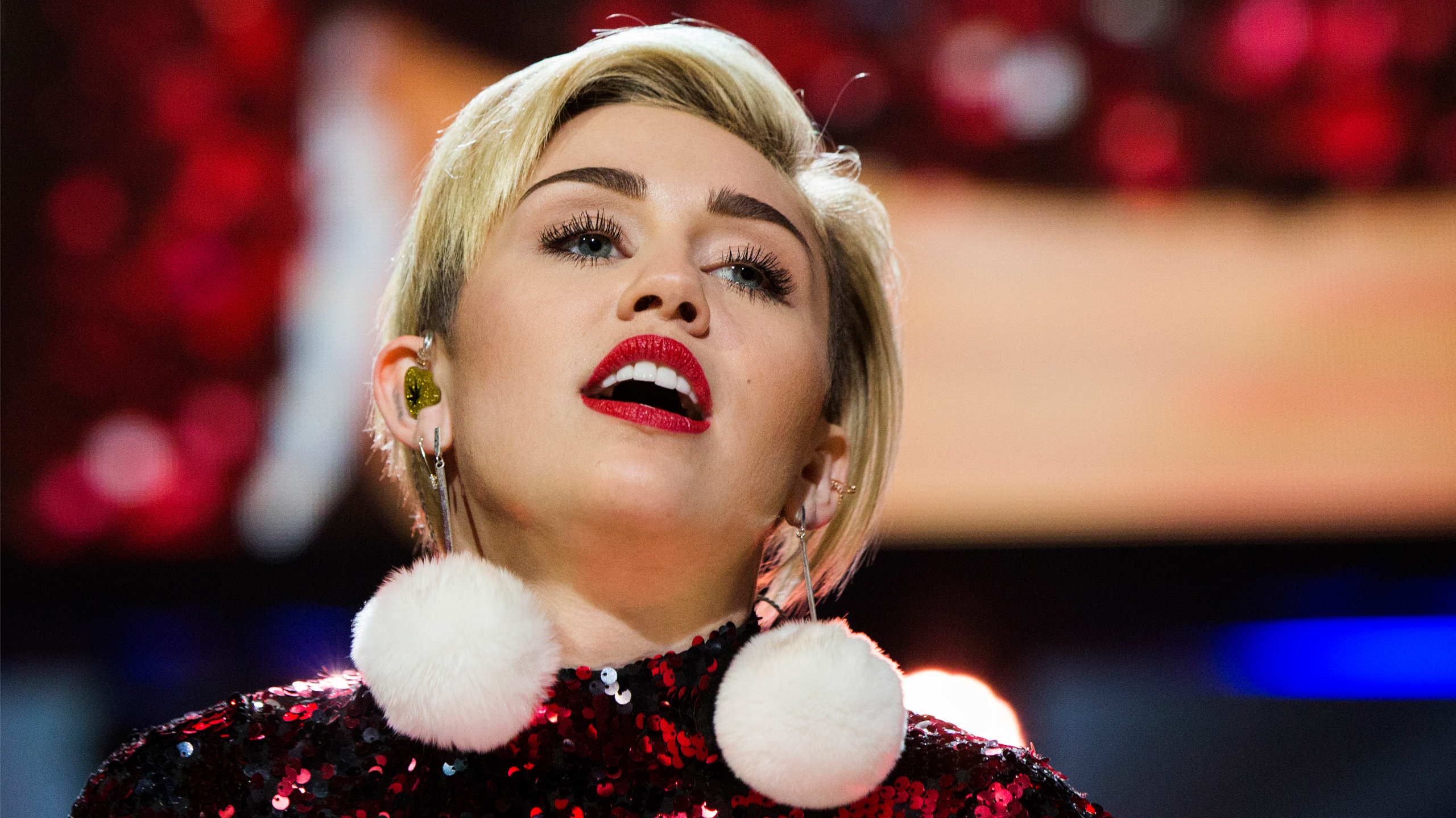 Miley Cyrus 84 HD wallpaper 2560x1440