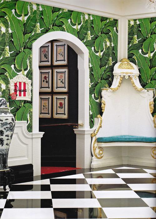 de jungle met het Martinique Banana Leaf wallpaper van Hinson   Roomed 500x701