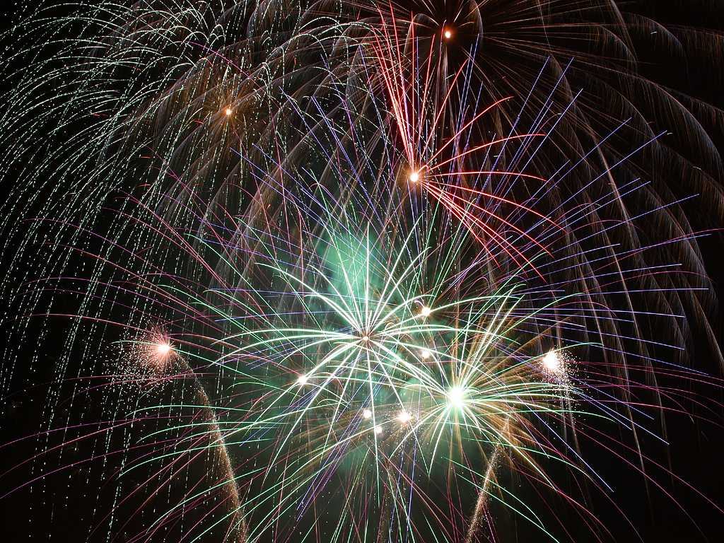 49 Animated Fireworks Wallpaper On Wallpapersafari