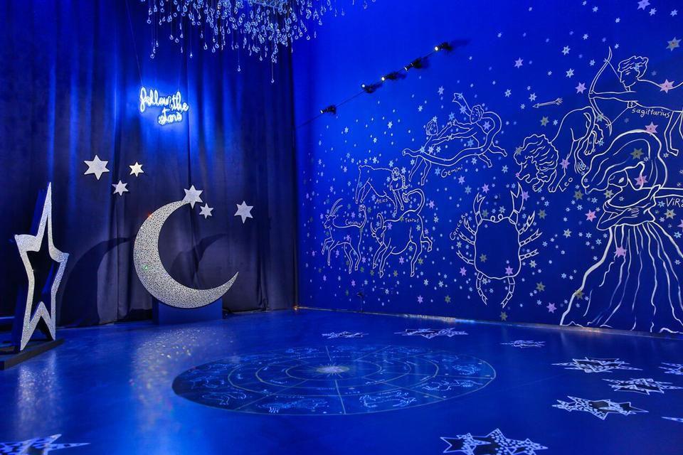 Diane Von Furstenberg Unveils A Zodiac Themed Installation At Her 960x640