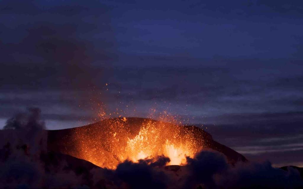 Volcano HD Wallpaper  Download 1024x640
