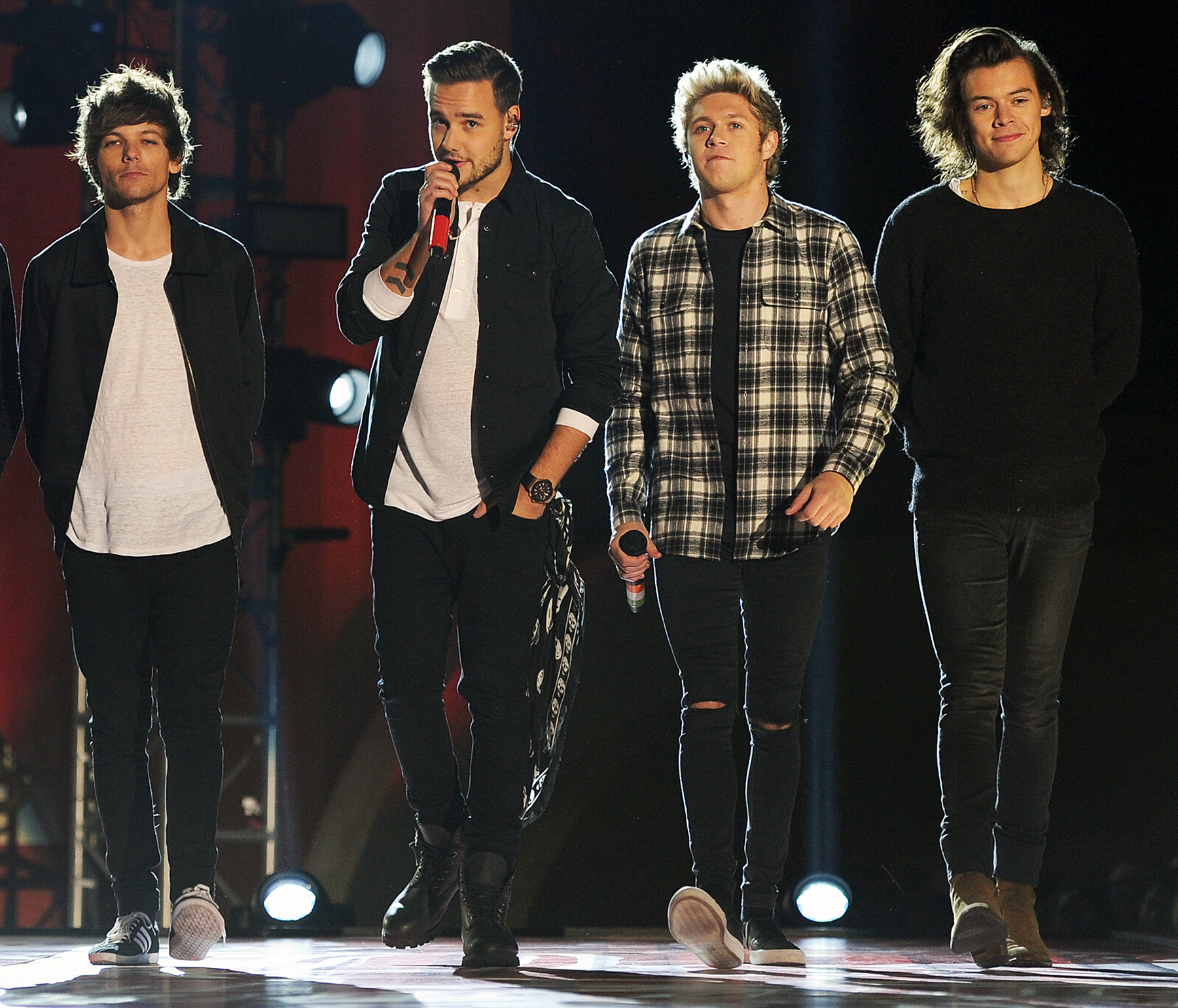 One Direction si esibiscono con Drag Me Down per la prima 1800x1540