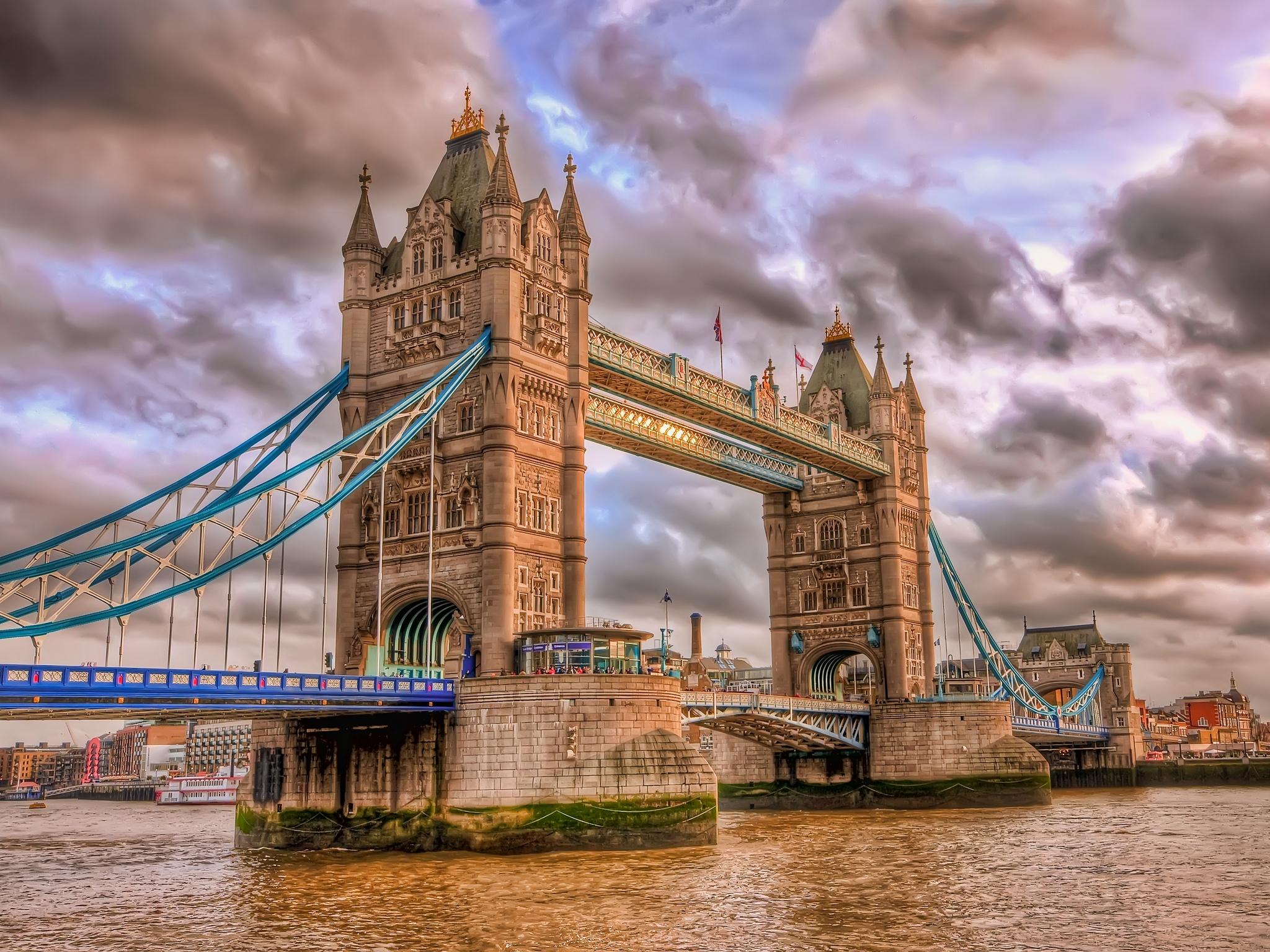 Windsor Castle and Tower Bridge 2048x1536