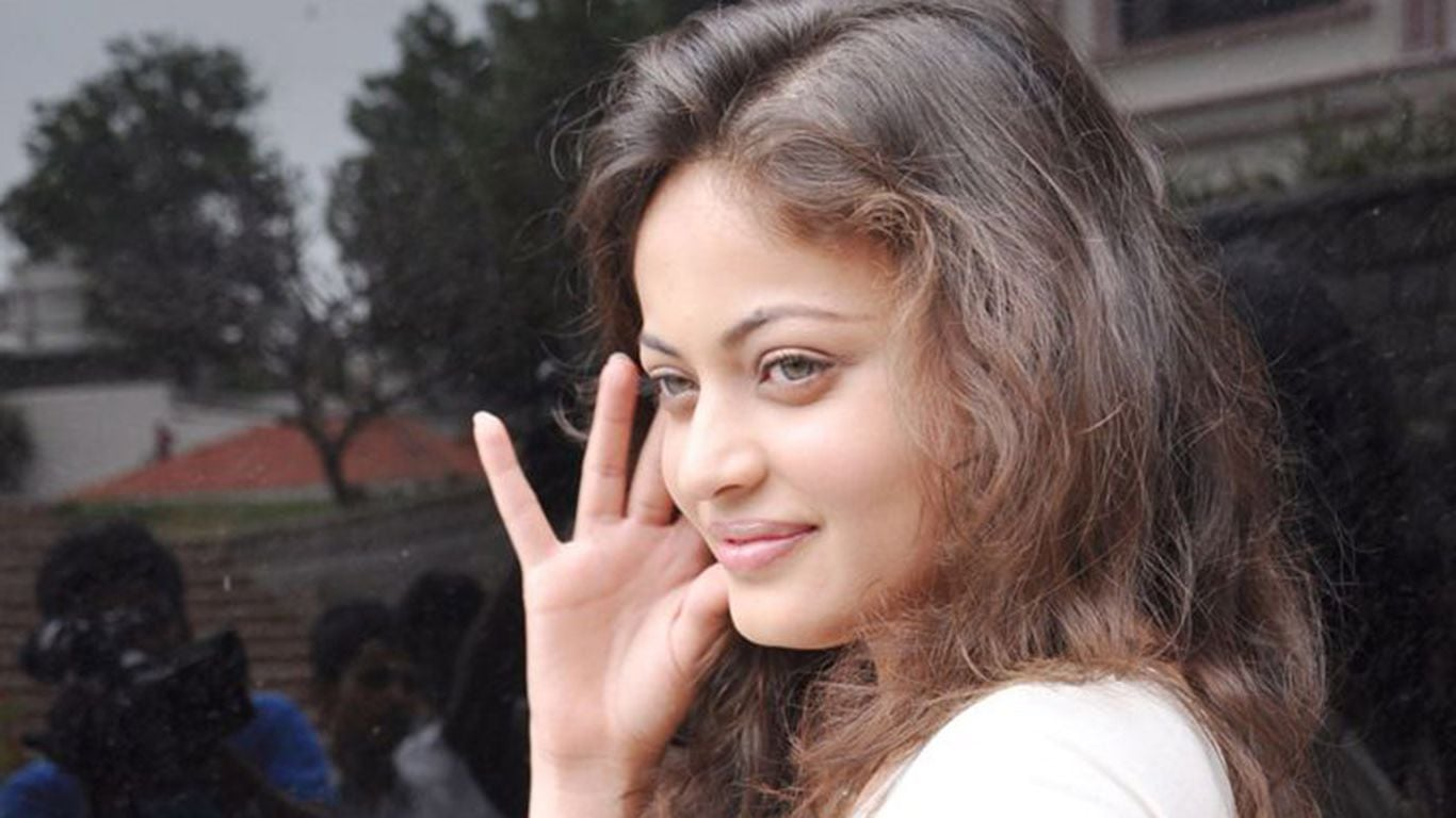 16 Sneha Ullal HD wallpapers High Quality Download 1366x768