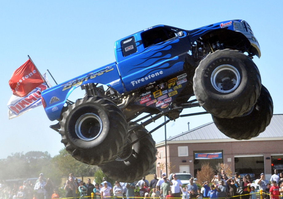 Wallpaper photos of Bob Chandler and monster truck Bigfoot 920x648