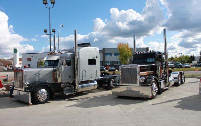 Trucks Custom Big Truck Big Rig Trucks Truck Semi Pro Semi Truck 700x437