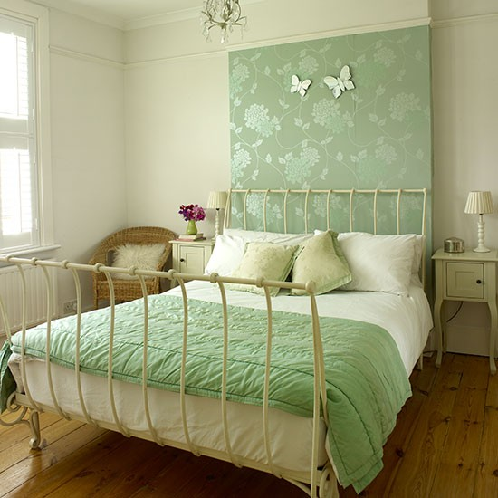 Cream bedroom with green wallpaper panel Bedroom Decorating Style 550x550