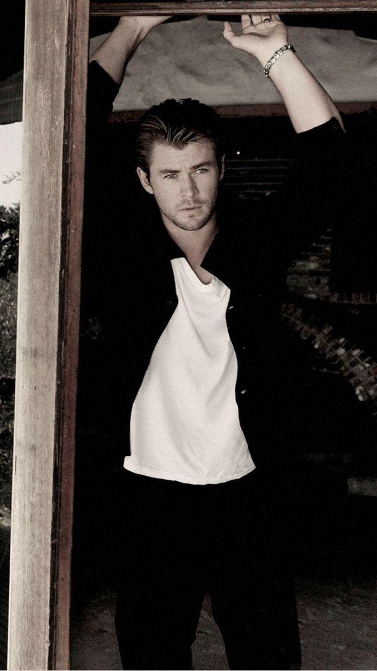 Chris Hemsworth Wallpapers 750x1334