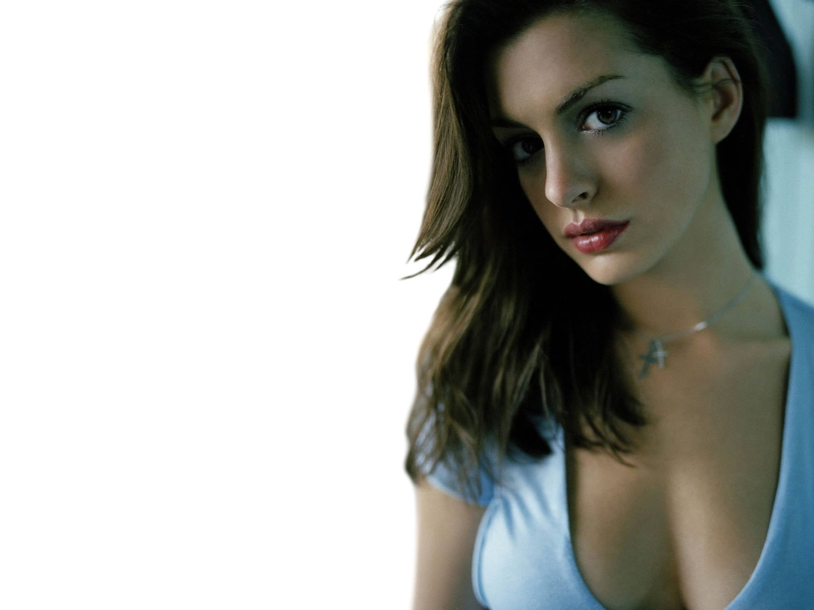 Free Download Anne Hathaway Wallpapers And Pictures Gallery
