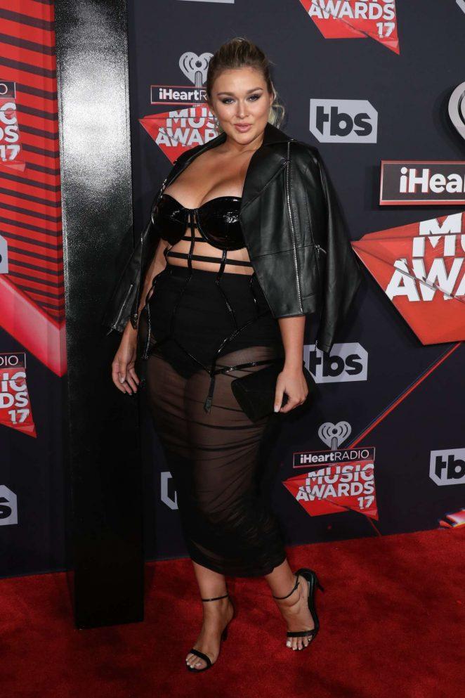 Hunter McGrady 2017 iHeartRadio Music Awards  07   GotCeleb 662x993