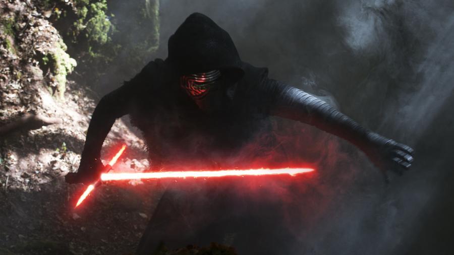 Kylo Ren in Star Wars The Force Awakens 4K Wallpaper 900x506