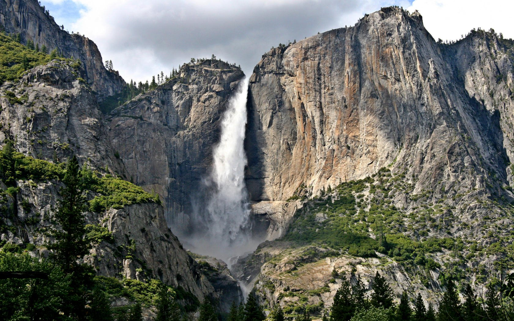Yosemite Wallpaper   Upper Yosemite Falls 1680x1050