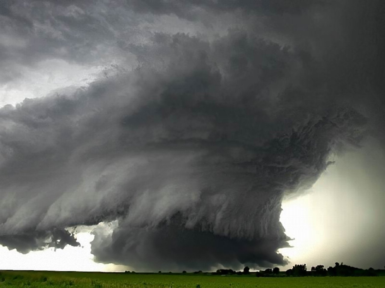 Low Wall Cloud   Weather Wallpaper Image featuring Tornadoes 1280x960