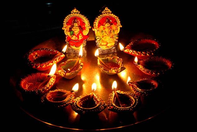 Dhanteras of Goddess Lakshmi and lighting of diyas legend 636x426