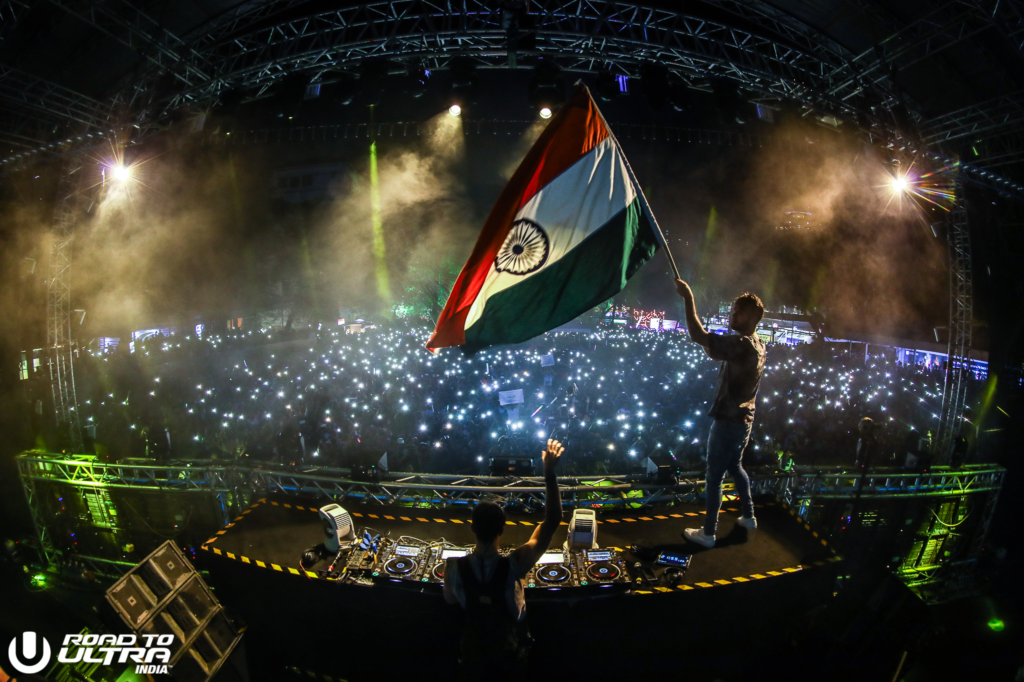 Over 10K in Mumbai and 15K Ecstatic Fans in Delhi Welcome Road to 2048x1365