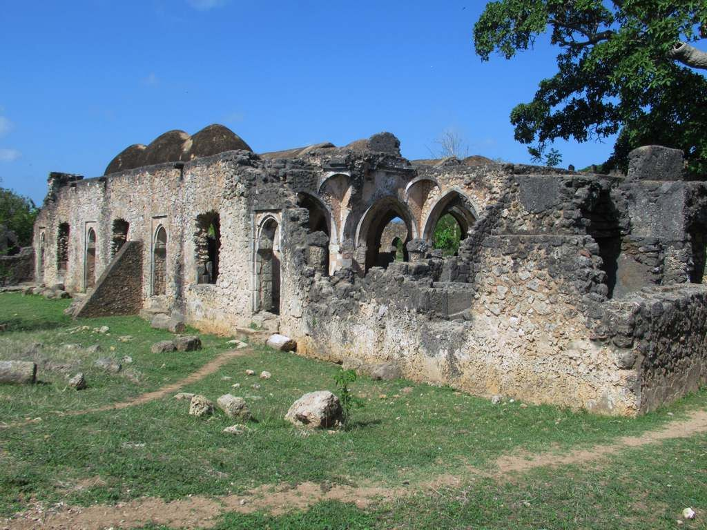 The 15th century Great House next to the Great Mosque at Kilwa 1024x768
