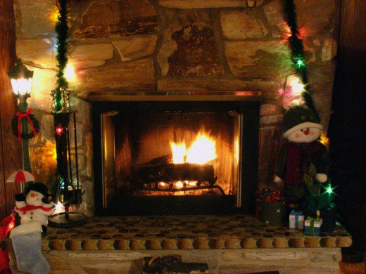 Fireplace Christmas Wallpapers 520x390