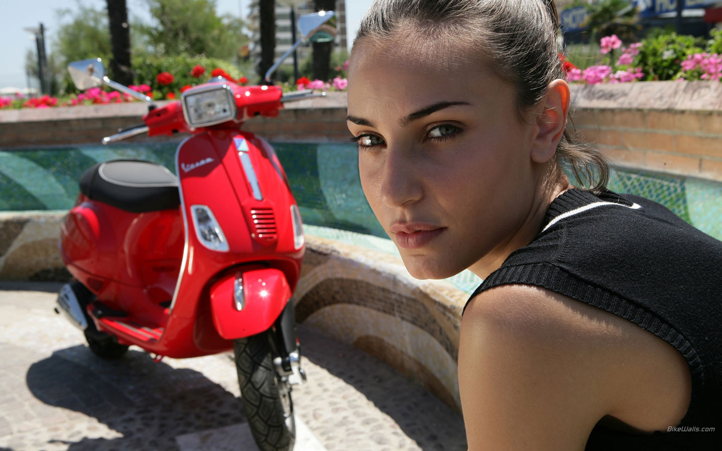 Vespa Scooters of Celebrities and Hot Hollywood Stars Wallpaper 1440x900