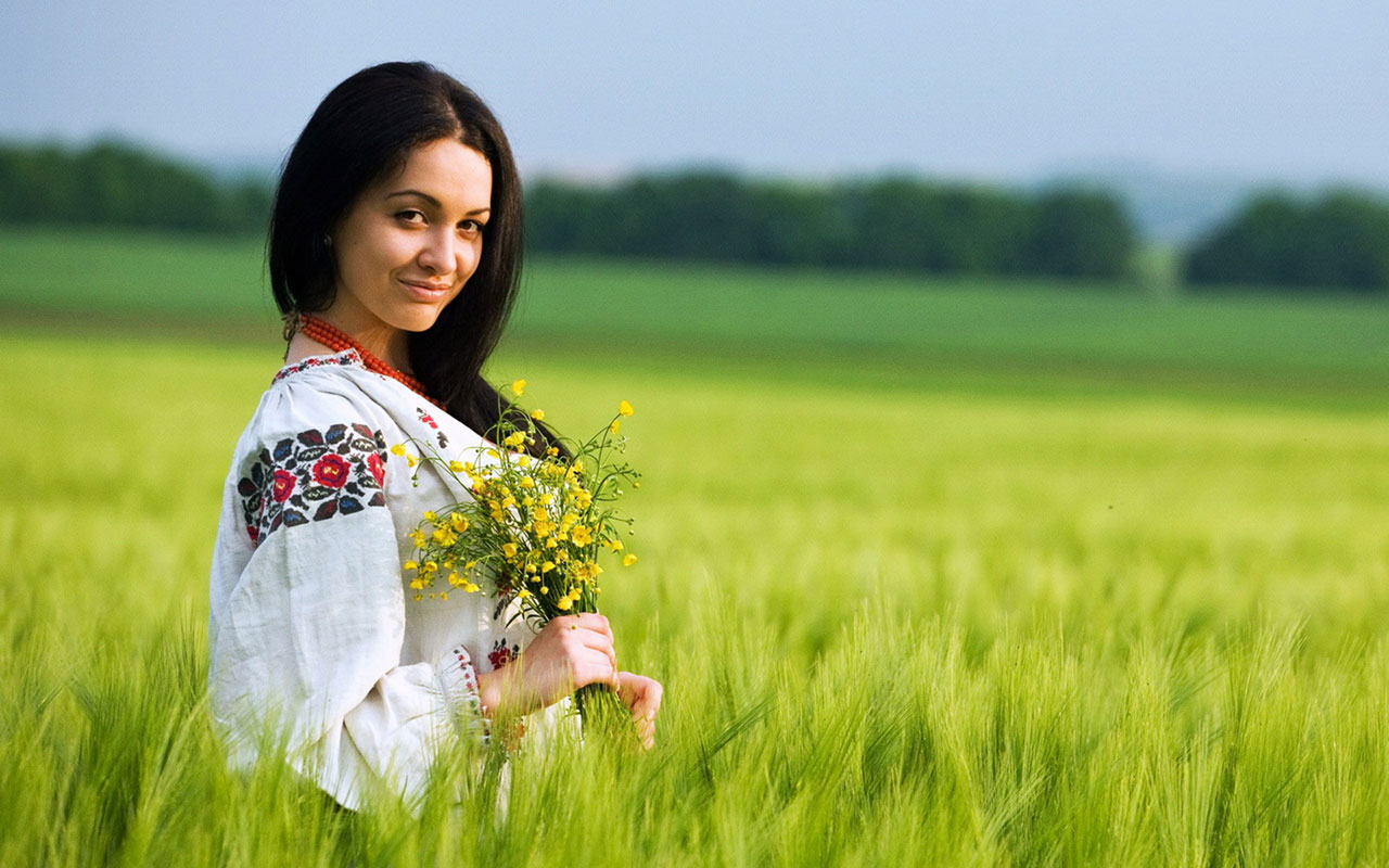Hollywood actress photography wallpaper green grass 5 Female 1280x800