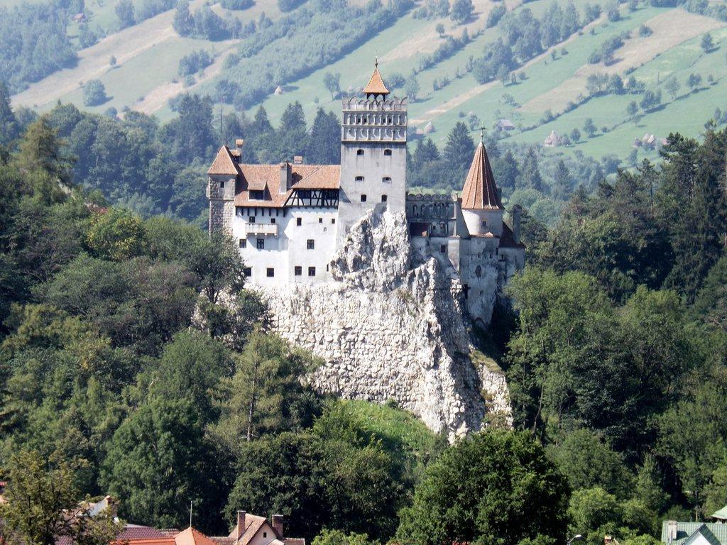 Draculas Castle by KmyGraphic 1024x768