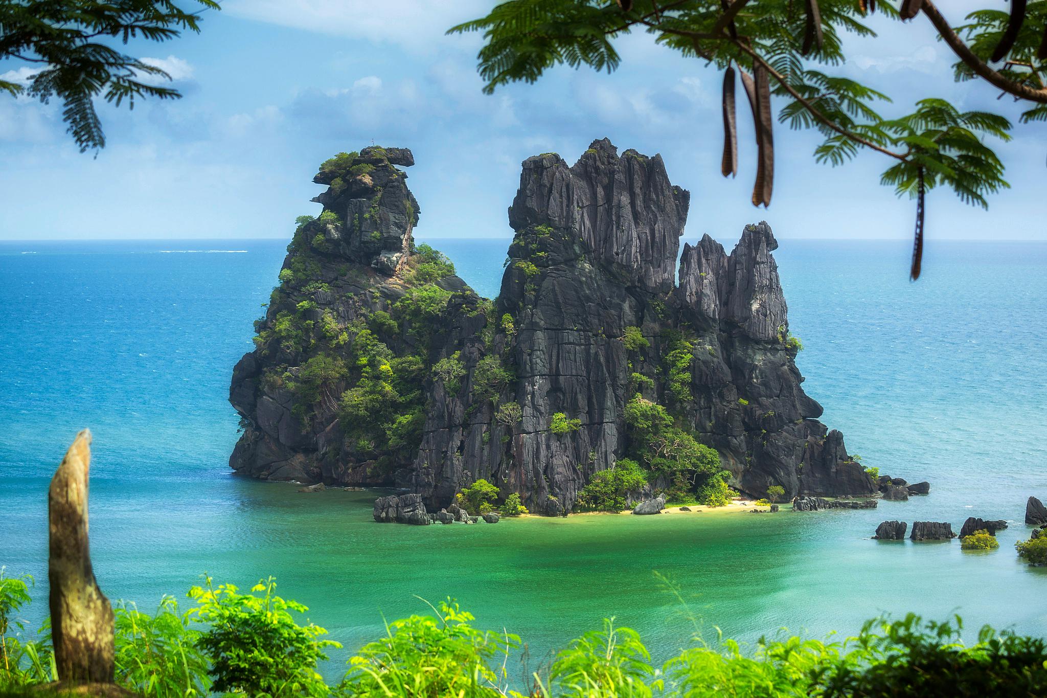 Ocean Rock in New Caledonia Pacific Ocean HD Wallpaper 2048x1365