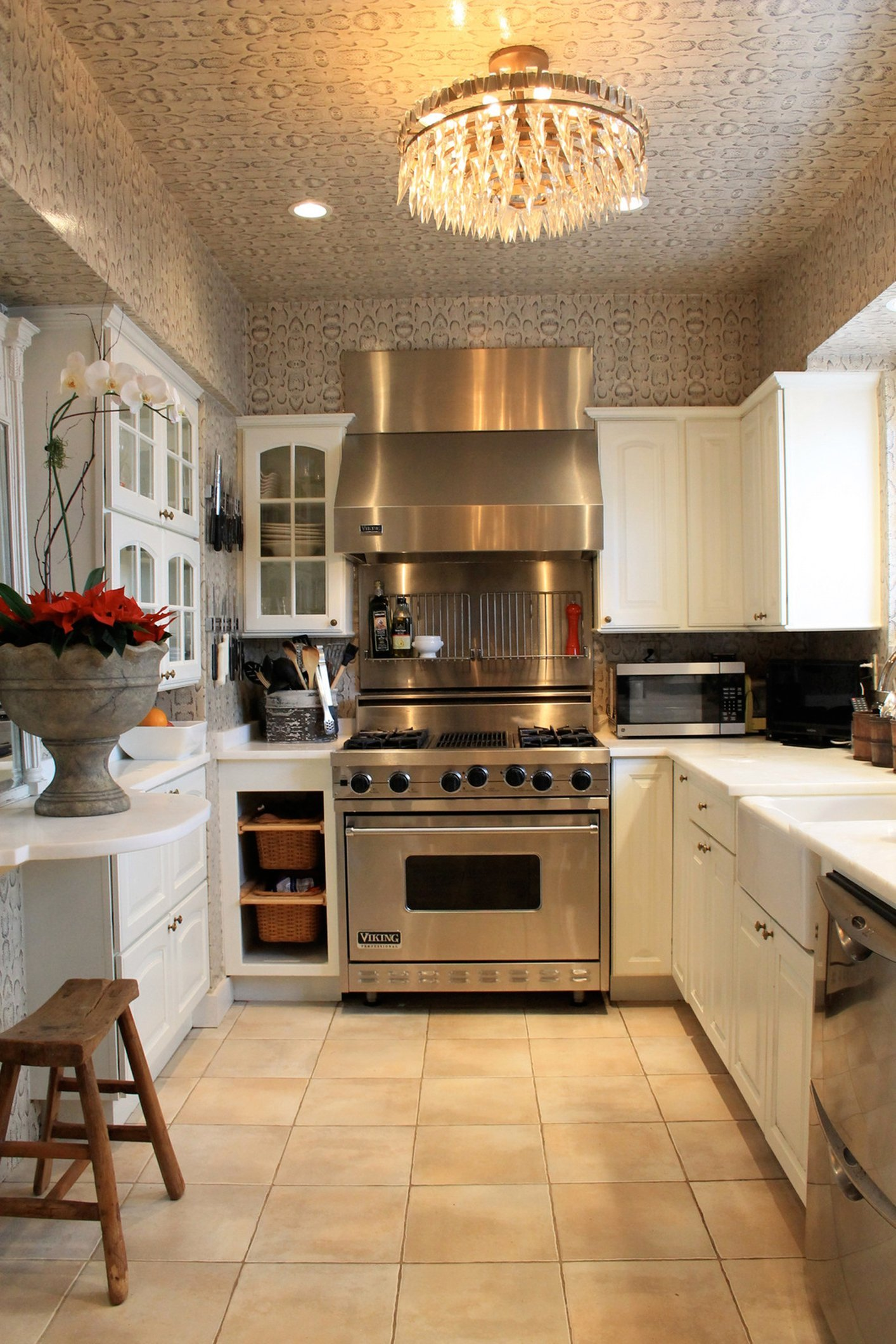 Traditional Kitchen with Snakeskin Wallpaper Yes It Works 1414x2120