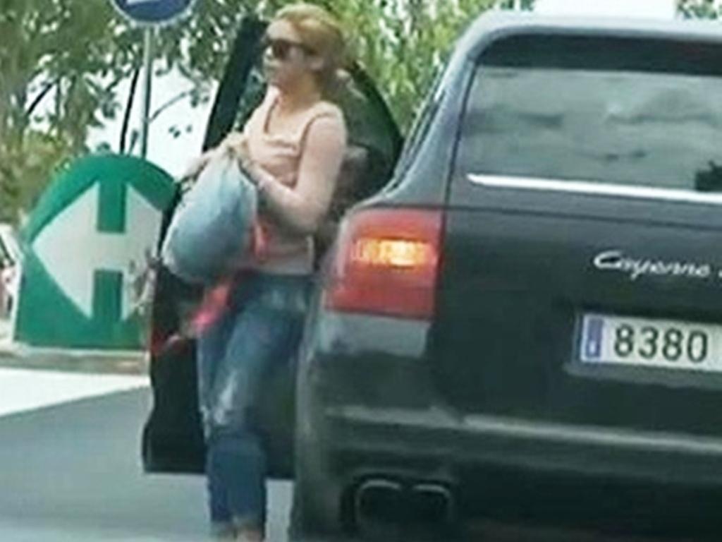 Shakira takes classes in Barcelona streptease   Shakira Wallpaper 1024x768