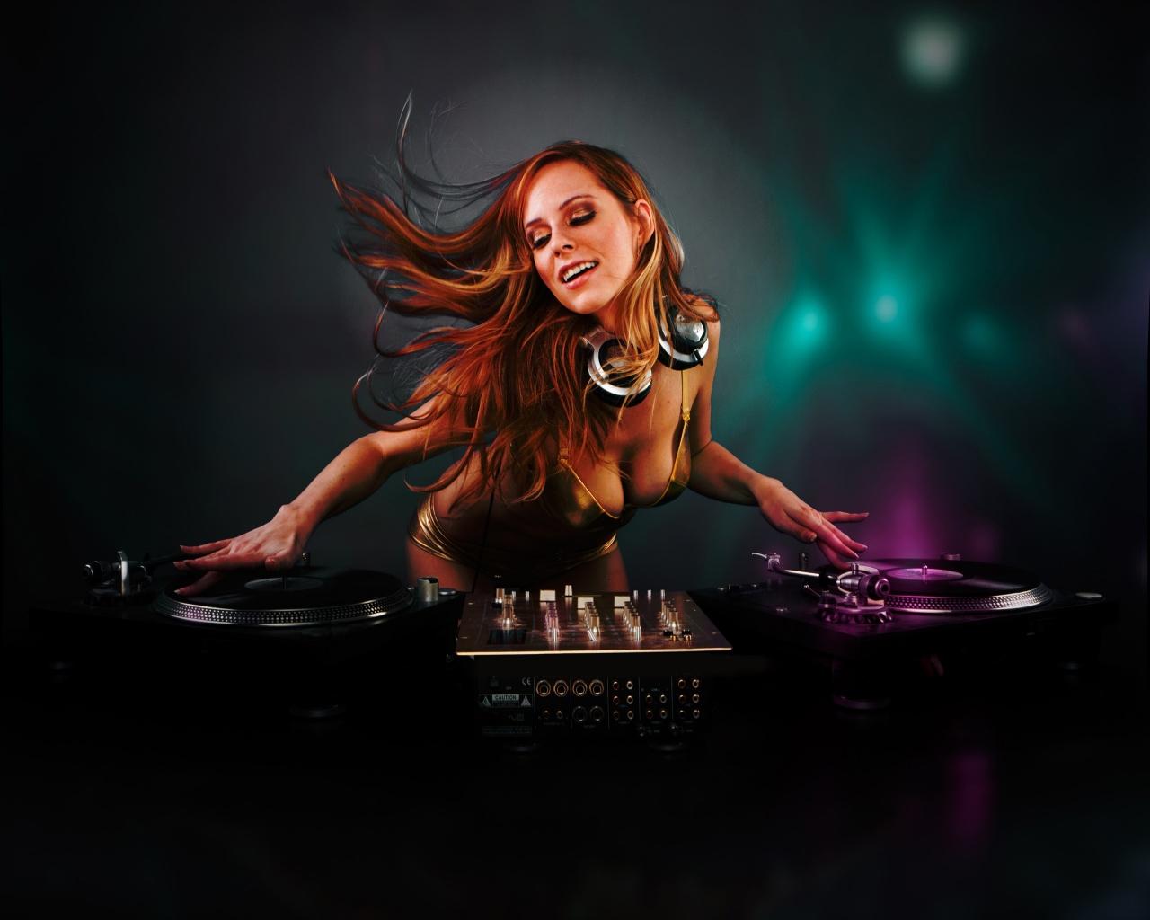 Download DJ Girl Wallpaper in 1280x1024 Resolution 1280x1024