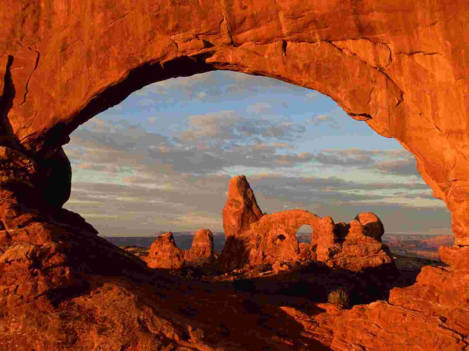 arches in utah wallpaper arches national park utah mountains wallpaper 1600x1200