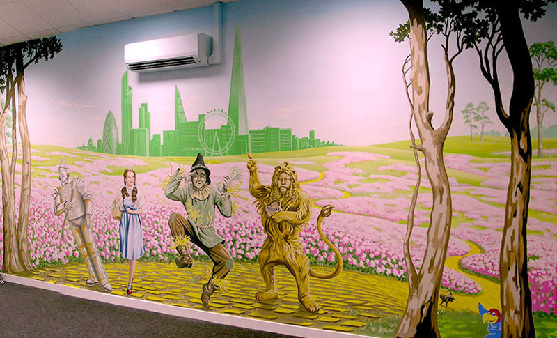 Wizard of Oz mural [800x485