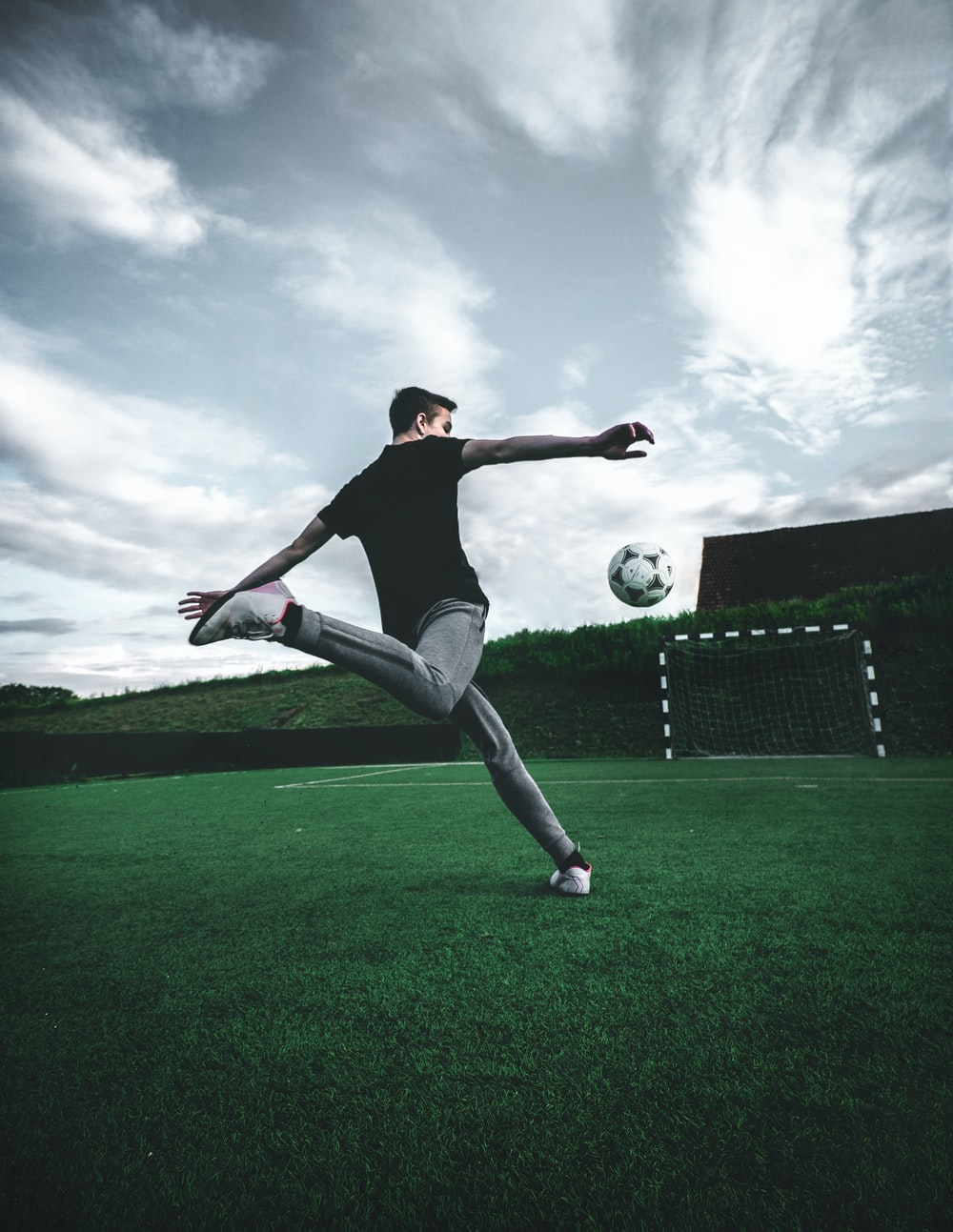 Soccer Wallpapers HD Download [500 HQ] Unsplash 1000x1293