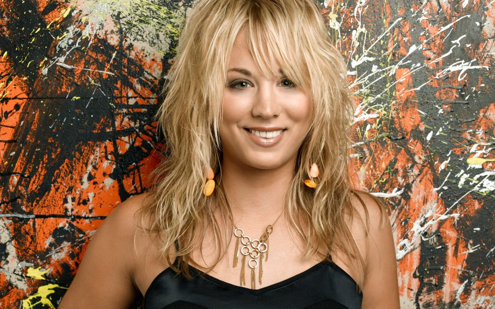 Kaley Cuoco desktop wallpaper download in widescreen 1680x1050