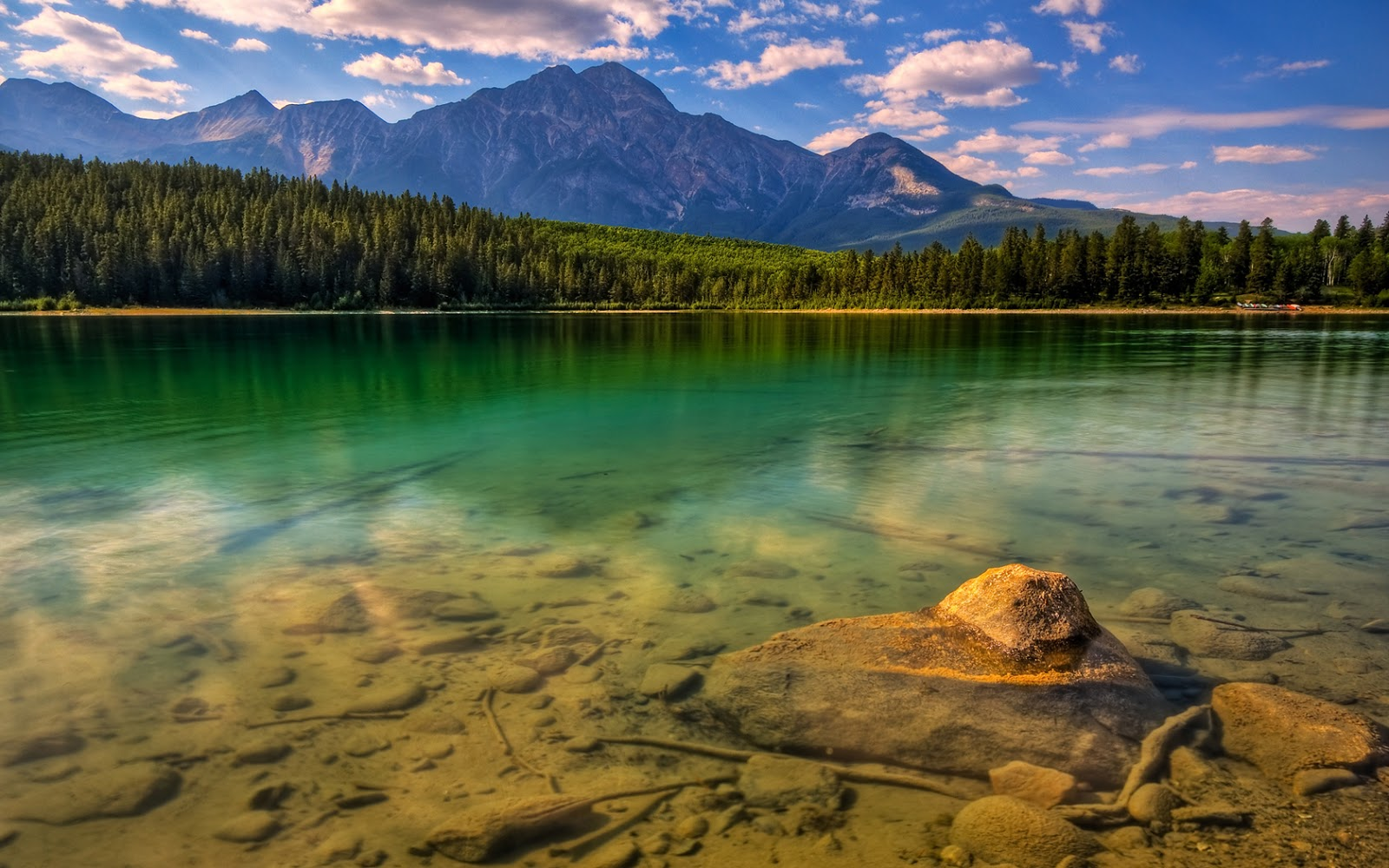 World Most Beautiful Lake Wallpapers Most beautiful places in the 1600x1000