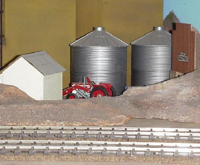 2011 TRAIN TRACK BORDER CLIP ART railroad train tracks 640x528