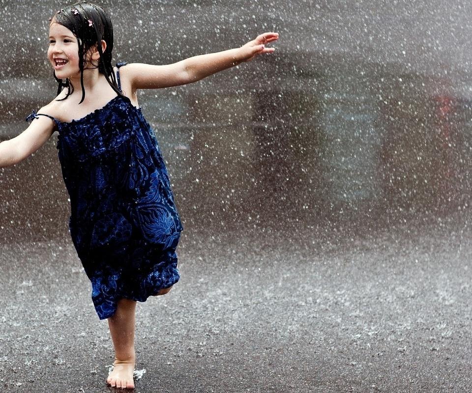 Wallpaper girl brunette child wet rain rain barefoot joy 960x800